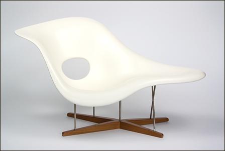 Eames-La-Chaise-01