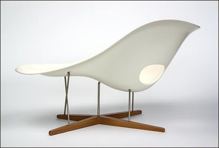 Eames-La-Chaise-02