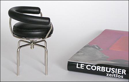Le-Corbusier-Siege-1Serie-003
